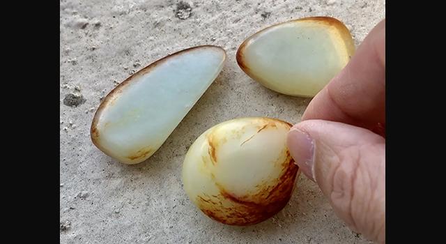 新疆和田玉-棗紅皮籽料原石