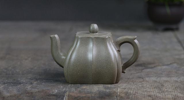 (已讓)紫砂壺青段泥-中品四瓣精美菱花壺(周華強)