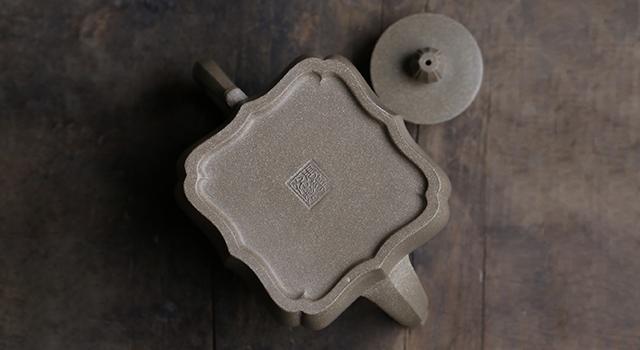 紫砂壺青段泥-中品四瓣精美菱花壺