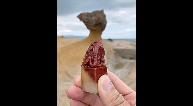 壽山石水洞高山硃沙-童子洗象鈕正方章