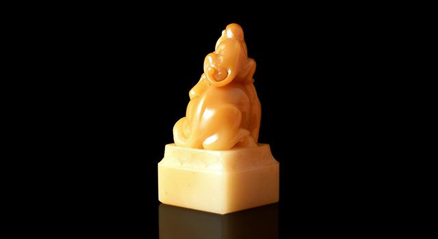 壽山石黃芙蓉-馬上封候鈕正方章