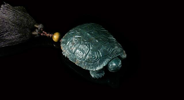 (已讓)西安迷彩綠-萬壽無疆(龜)手把件