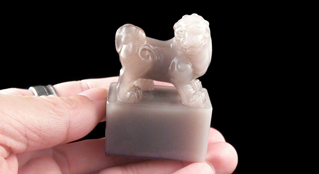 壽山石牛角凍-古獅子鈕日形章