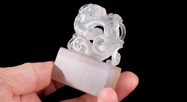 壽山石坑頭晶-螭虎穿環鈕長方章